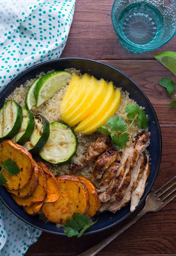 jamaican jerk chicken bowls with grilled veggies and mango